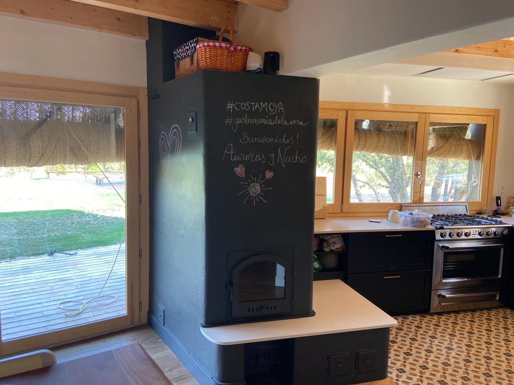 Estufa de inercia con camara de aire, banco caliente y horno blanco 2